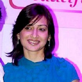 height of Gauri Pradhan Tejwani